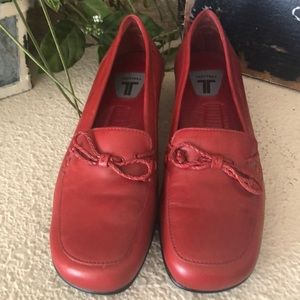 NEW NWT red Trotters loafers